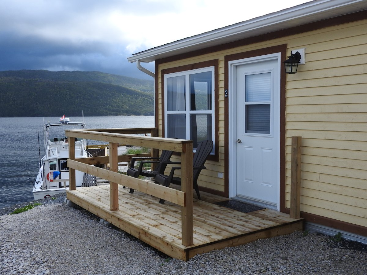 Water's Edge Suites & RV Park, Shoal Brook, NL
